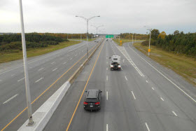 Autoroute 440, Laval - Photo de Jeangagnon - Wikimedia Commons - CC BY-SA 3.0