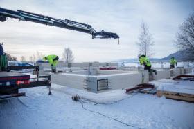 Montage de la structure en bois lamellé-croisé- Photo de Moelven
